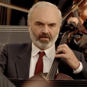 Zdeněk Svěrák as Kolja. Screenshot from Kolja.