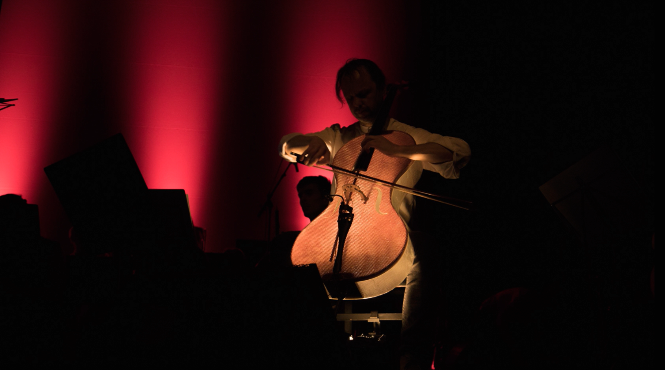A Glowing Performance on the Glass Fiber Cello by Tim Duerinck