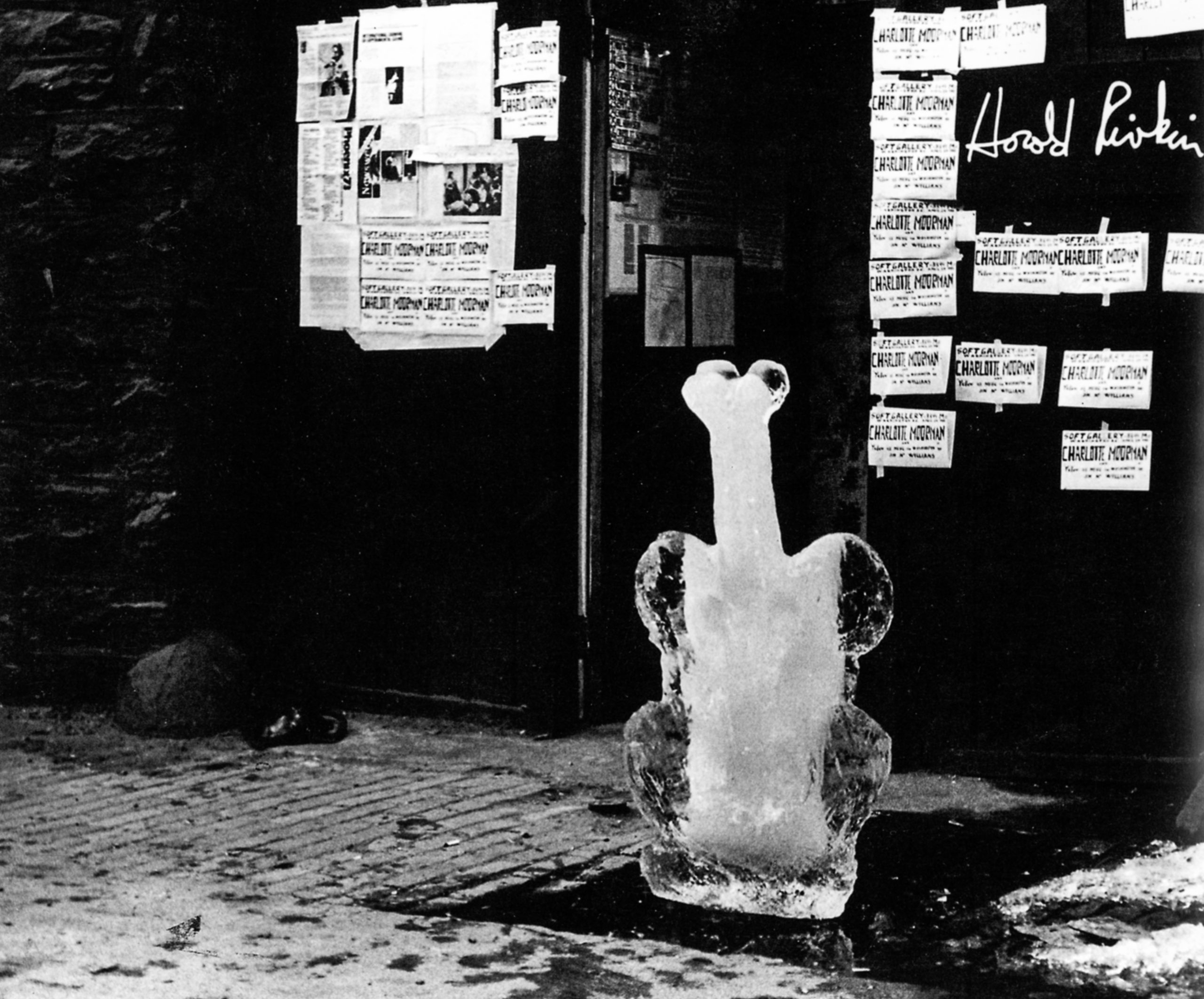 A sculpted ice cello outside the Harold Rivkin Gallery in Washington, D.C., before Moorman's performance of McWilliams's Yellow Ice Music for Washington in 1973. Photographer unknown. Photo courtesy Charlotte Moorman Archive, Charles Deering McCormick Library of Special Collections, Northwestern University Library.